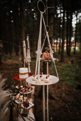 forest wedding styled shoots hanging dessert table fotografie danielaebner
