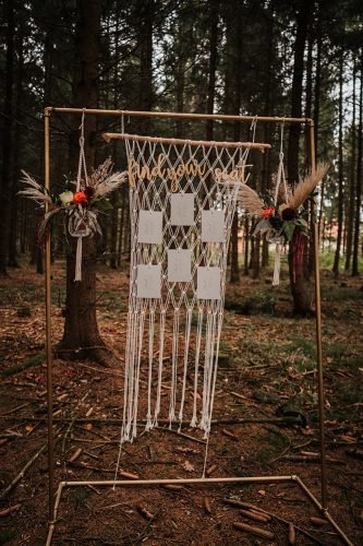 forest wedding styled shoots macrame pampas grass place setting fotografie danielaebner