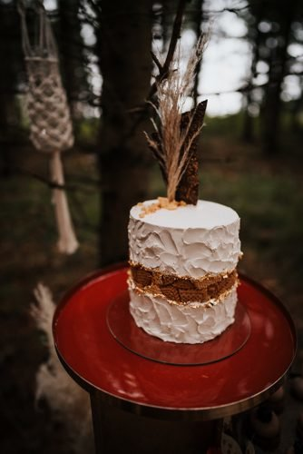 forest wedding styled shoots small boho cake buttercream fotografie danielaebner