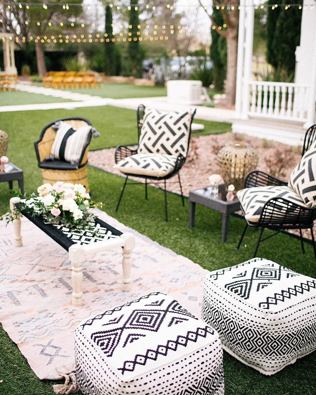 wedding colors Black White Taupe Gold Shimmery Gold outdoor lounge zone