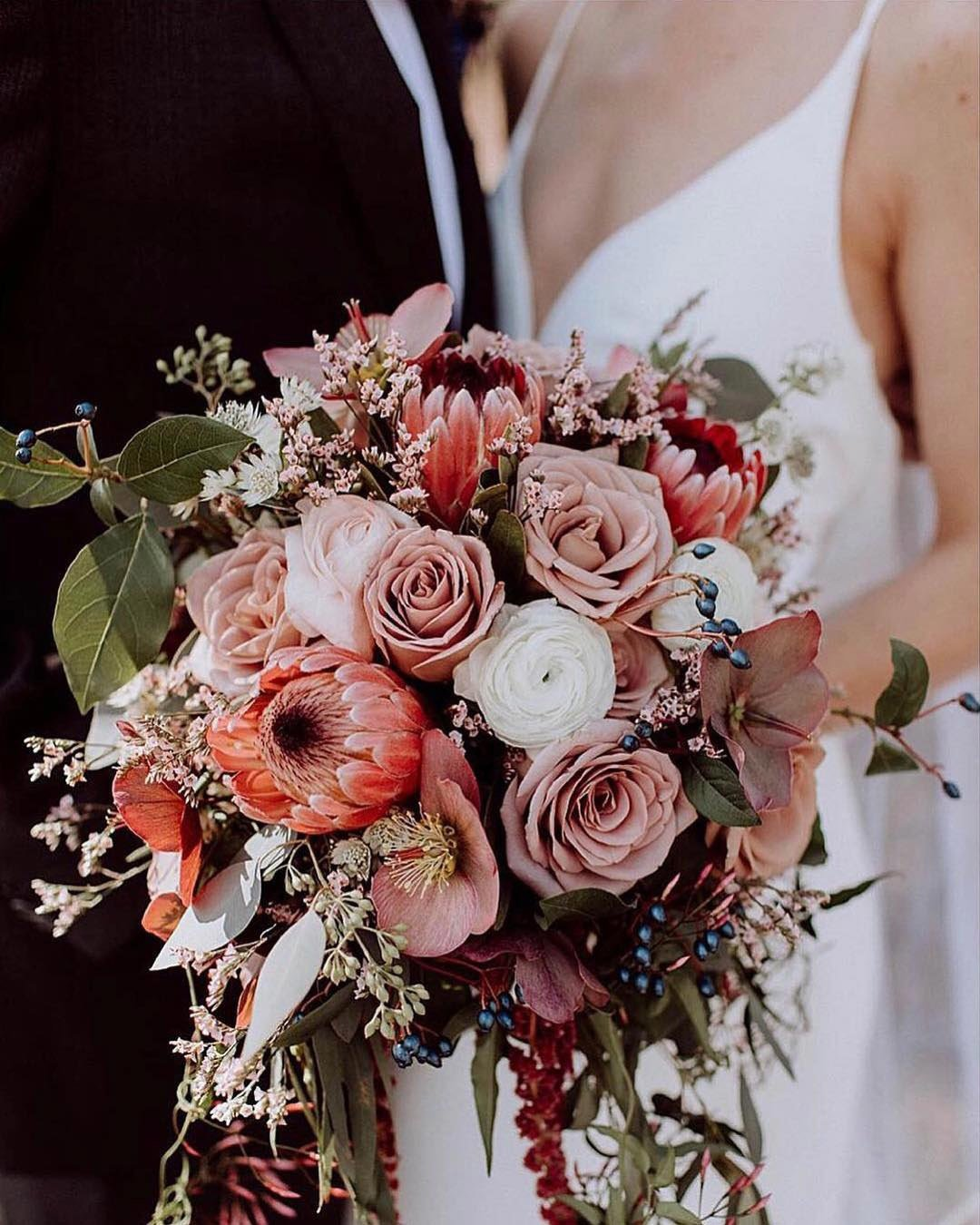 wedding colors Rose Gold Burgundy Oatmeal Beige newlyweds wedding bouquet wedding color palette