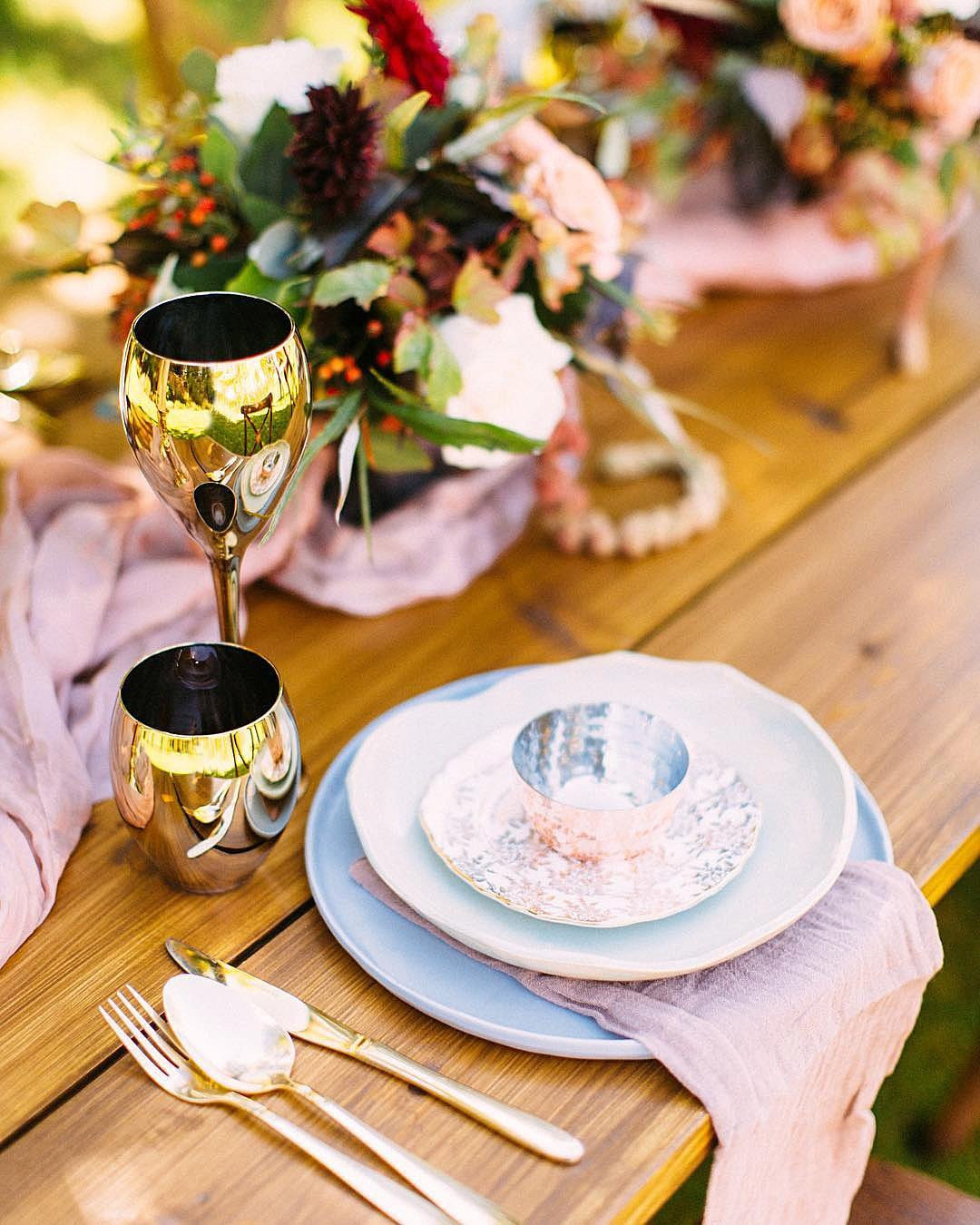 wedding colors Rose Quartz Dusty Blue Light Pink Cream color schemes wedding table setting decor