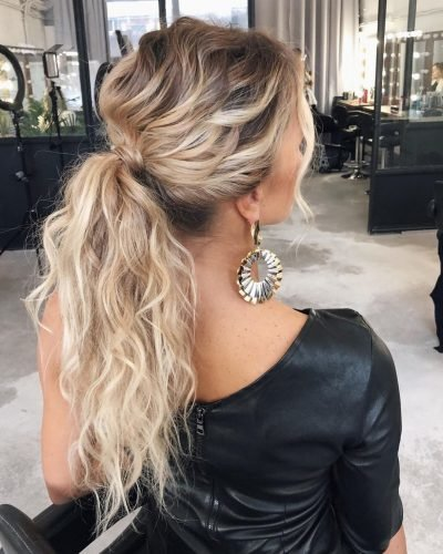 bridesmaid hairstyles curly long blonde ponytail oksana_sergeeva_stilist
