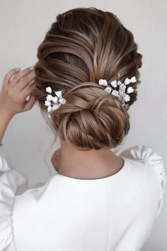 bridesmaid hairstyles textured low chignon mpobedinskaya