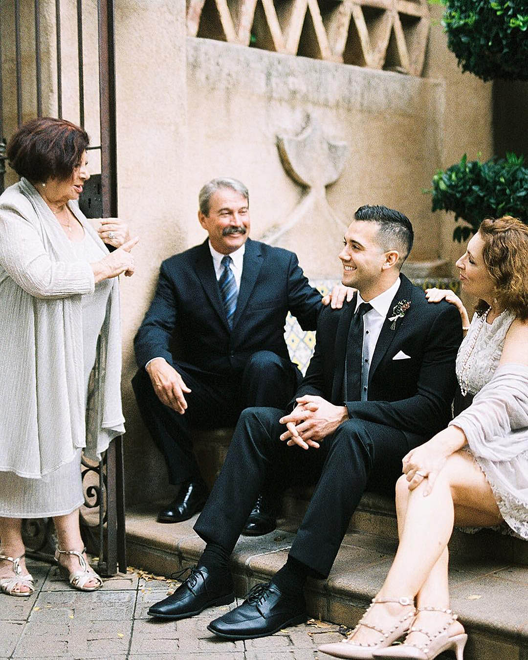 how to plan a wedding groom with family