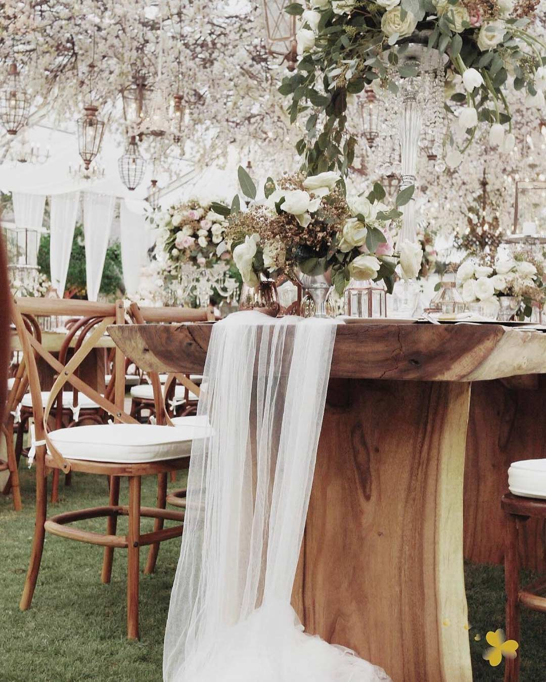 rustic wedding ideas tablescape wooden decor