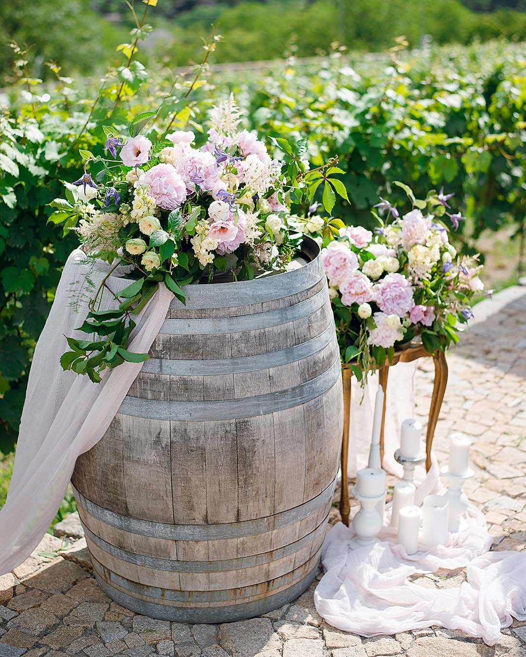 rustic wedding ideas wedding reception barrels decor
