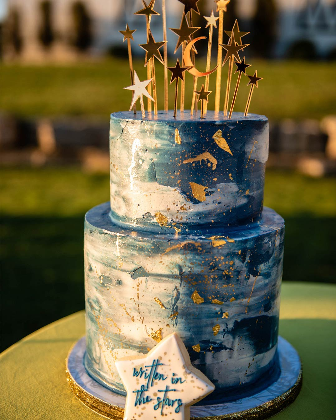 wedding trends stars moon celestial theme cake