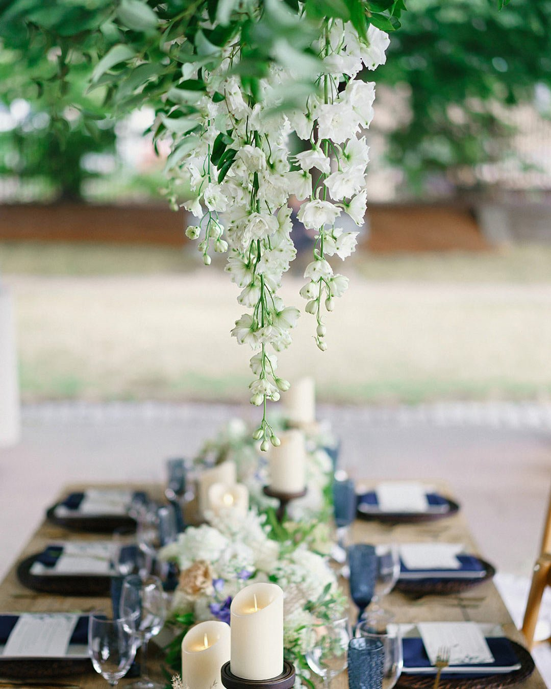 wedding trends table decor flowers hanging