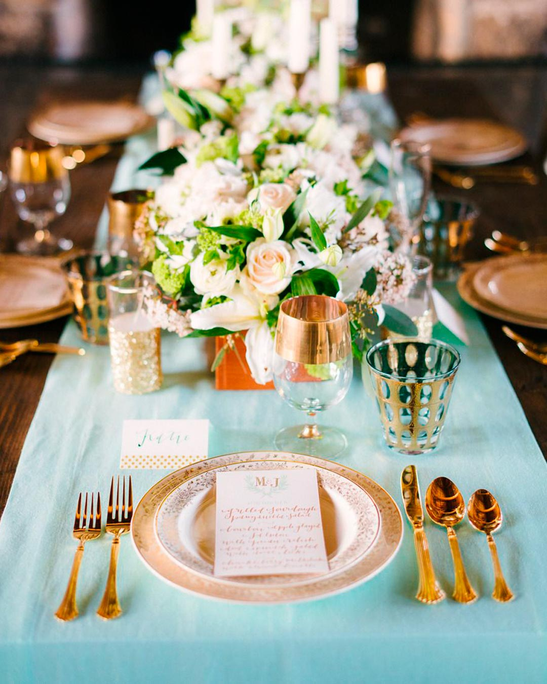 wedding-trends-table-decor-metallic-runner-