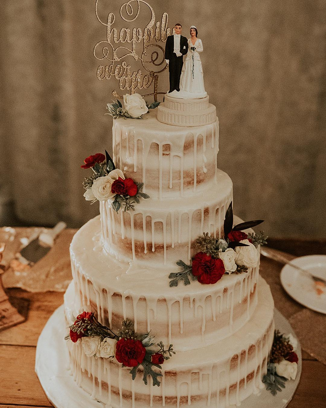 wedding trends three layers wedding cake drip