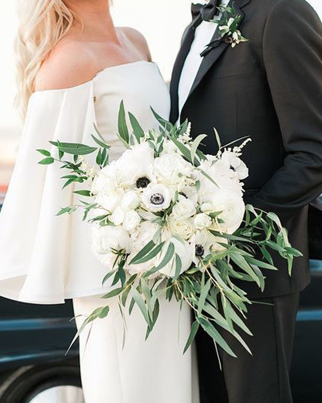 wedding colors black white bride groom bouquet
