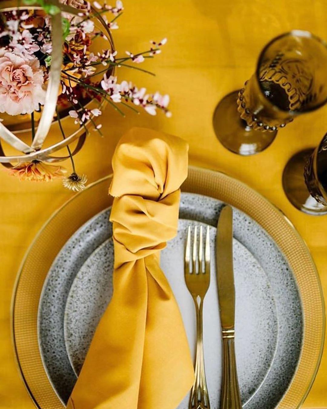 wedding colors yellow lemon gray napkin table