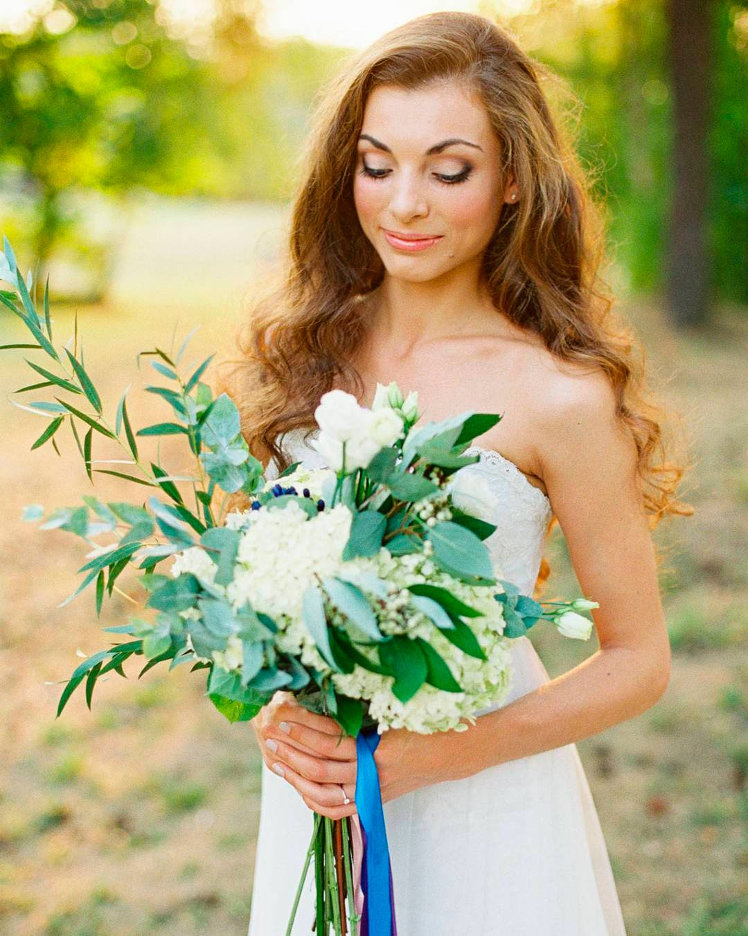 blue and white flowers bouquet bride