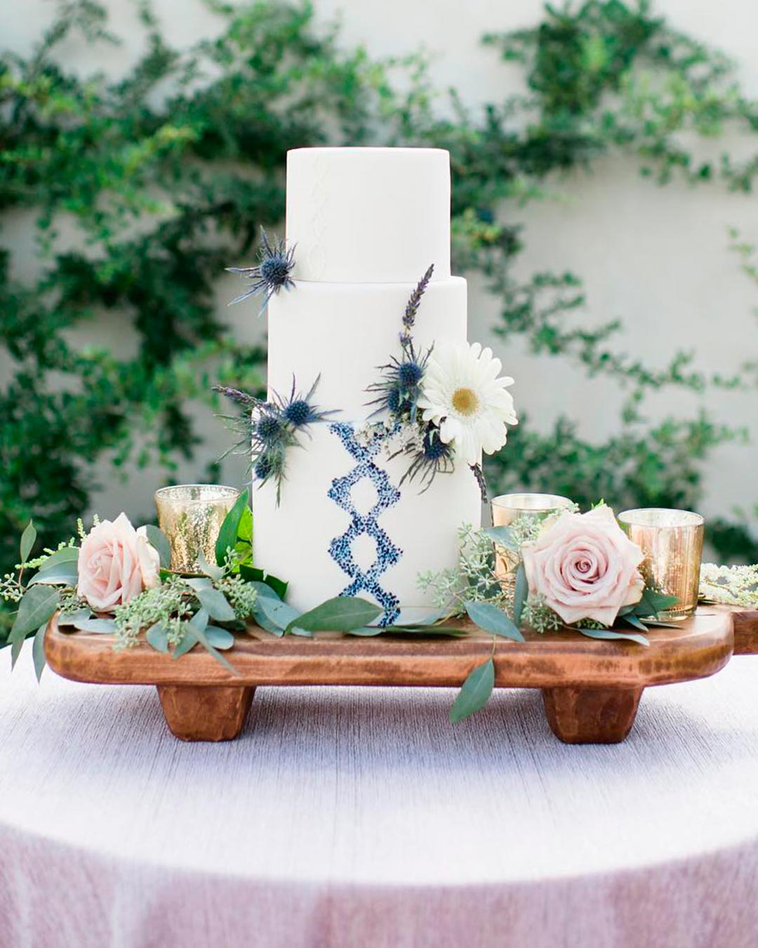 blue and white wedding colors cake decor