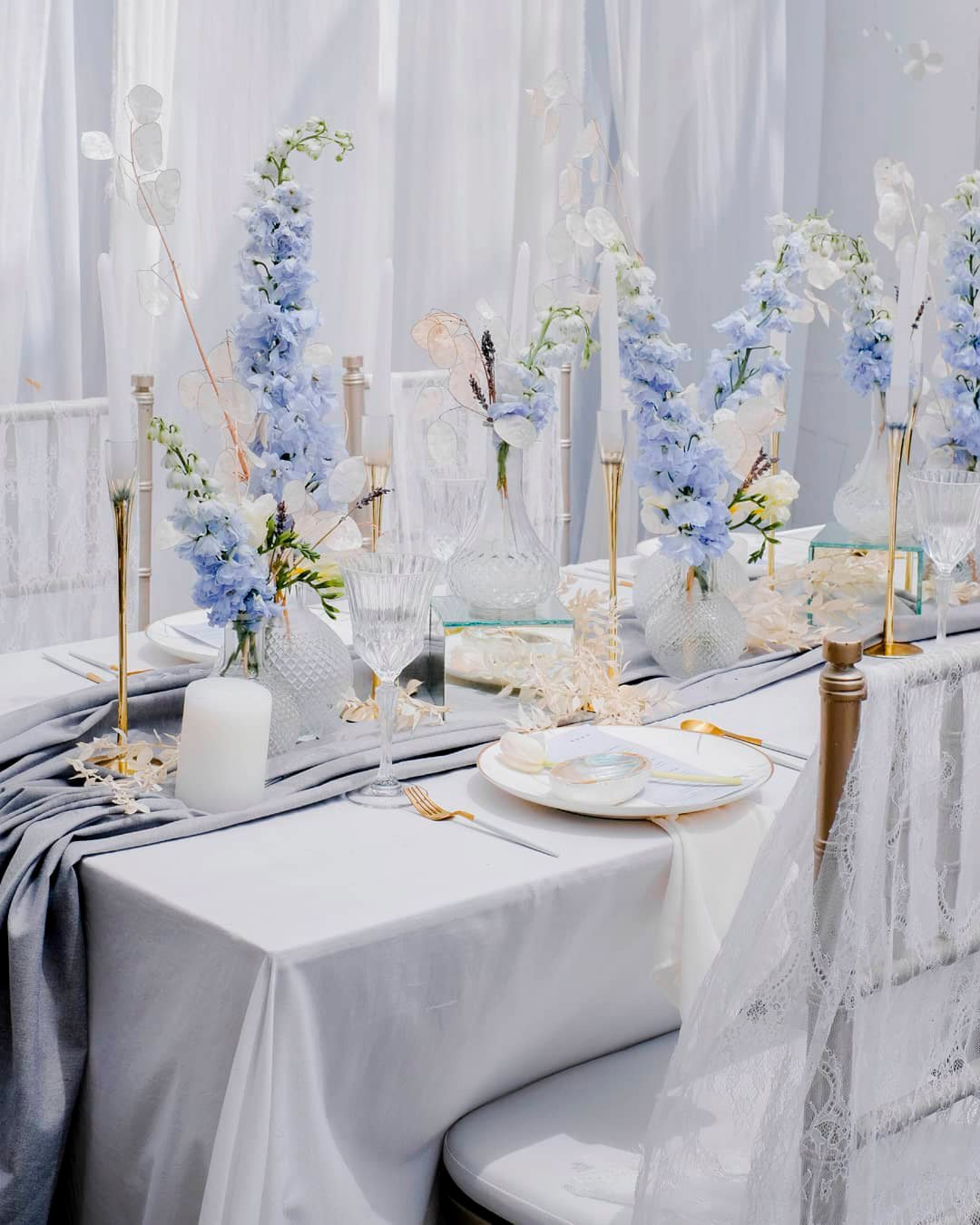 blue and white wedding colors centerpiece flowers rrangements