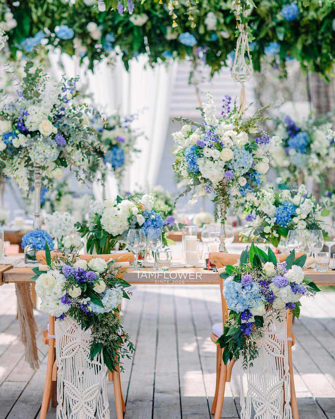 blue and white wedding colors flowers decor table