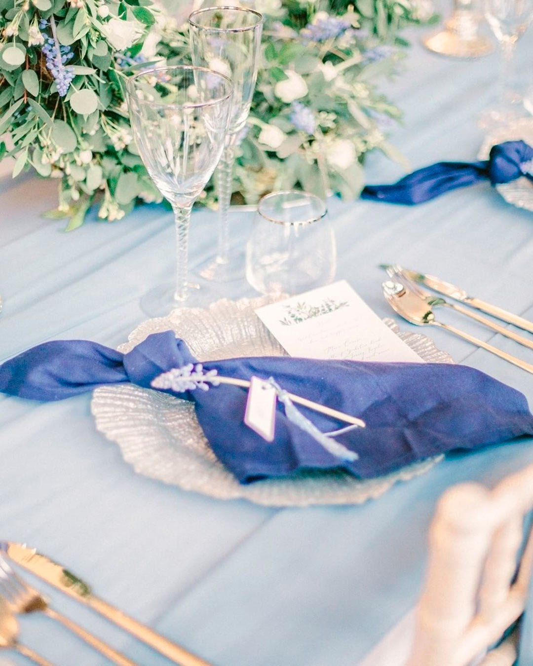 blue and white wedding colors napkin table decor