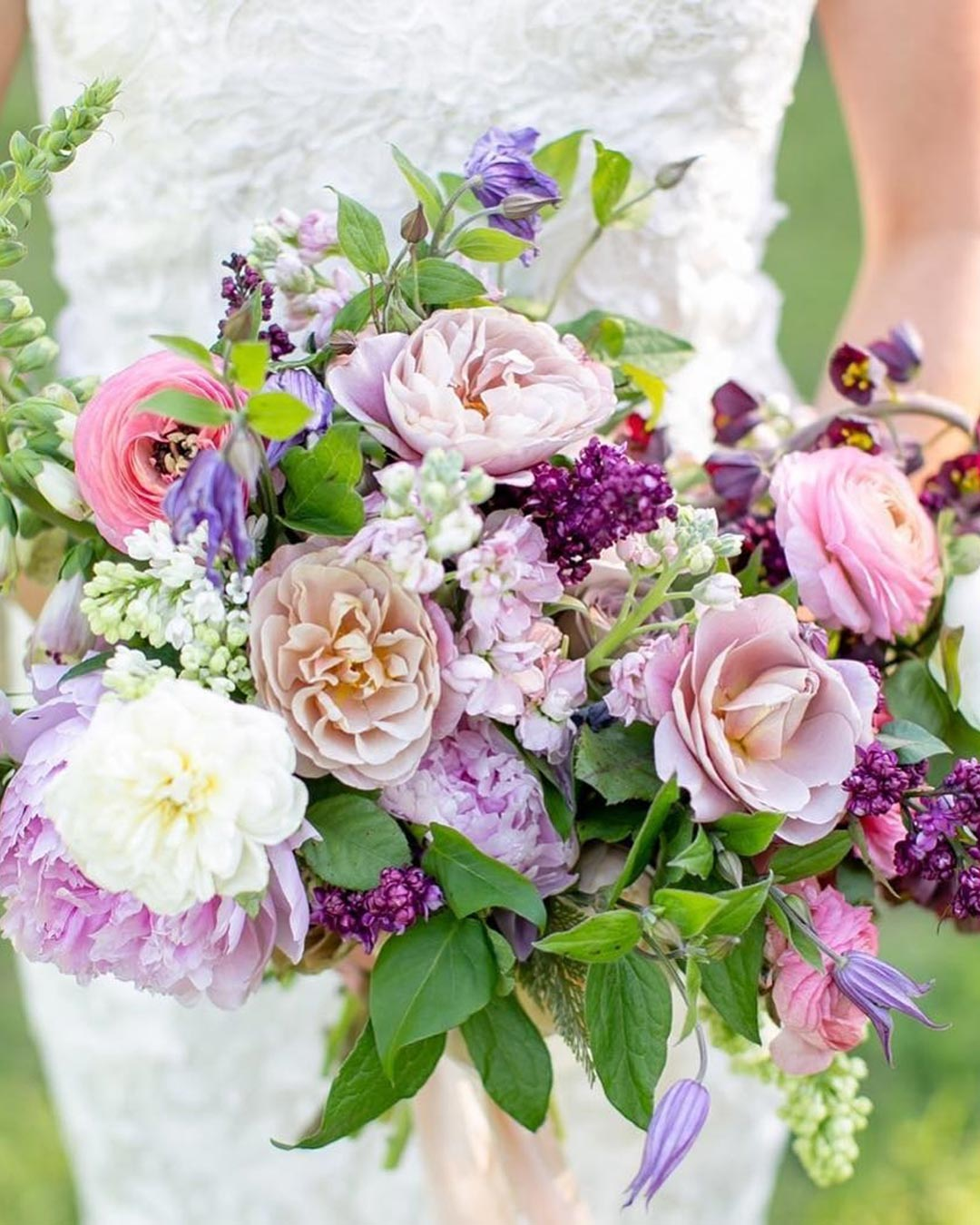 lilac wedding colors bouquet flowers