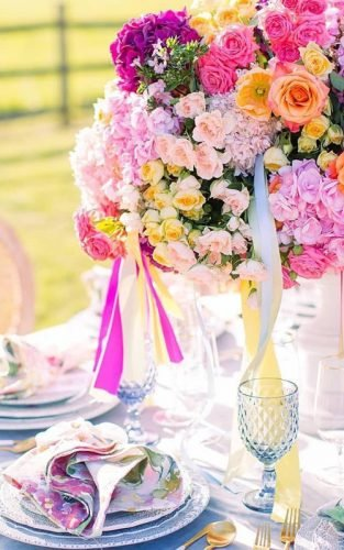 summer wedding colors flowers centerpiece