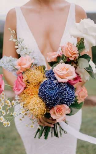 unique wedding colors bouquet bride