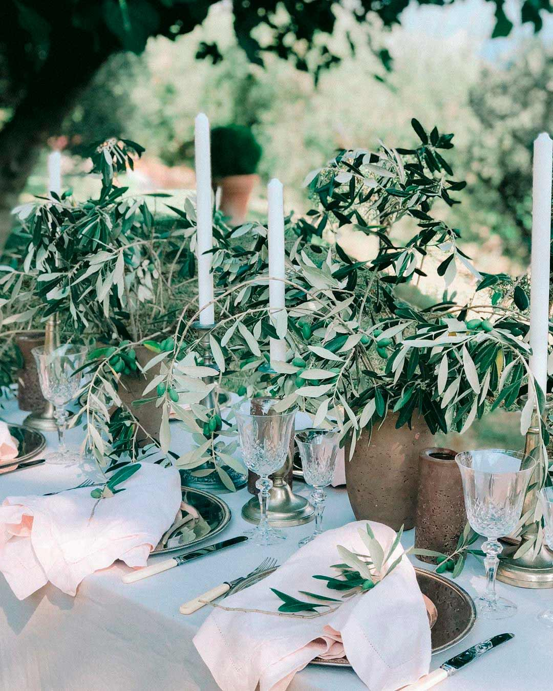 table decor centerpiece greenery