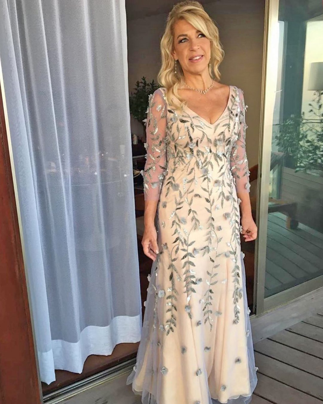 mother of the bride dresses long with sleeves v neckline floral appliques vestidosoficial