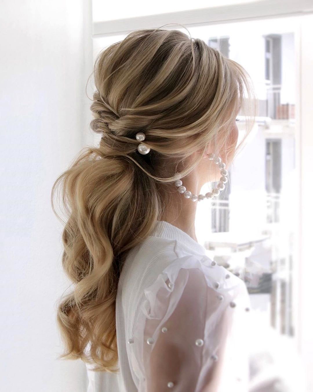 pony tail hairstyles elegant airy with pearls juliafratichelli.bridalstylist