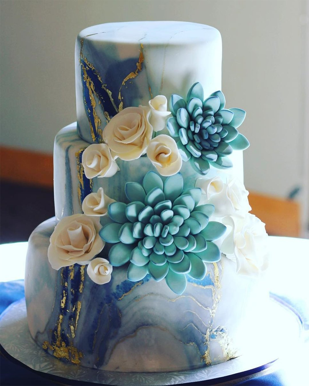 wedding cake trends marble cake with flower sedonacakecouture