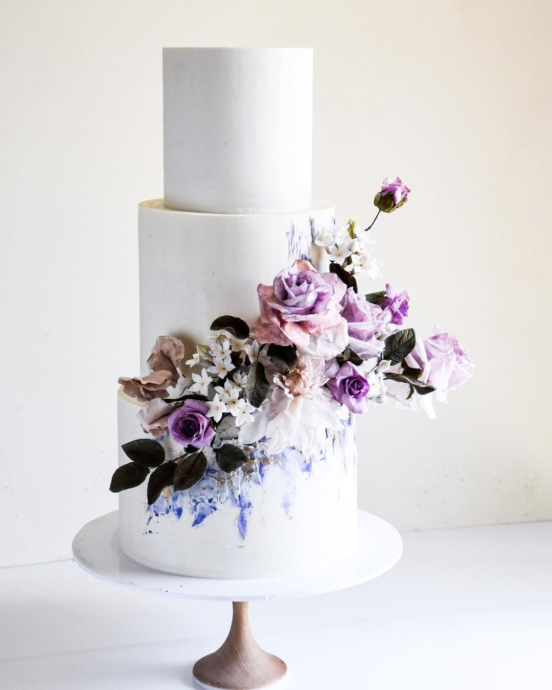 wedding cake trends purple flowers laombrecreations
