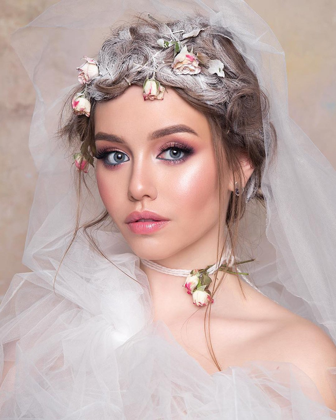 boho wedding makeup fresh pink shades blue eyeliner tominamakeup