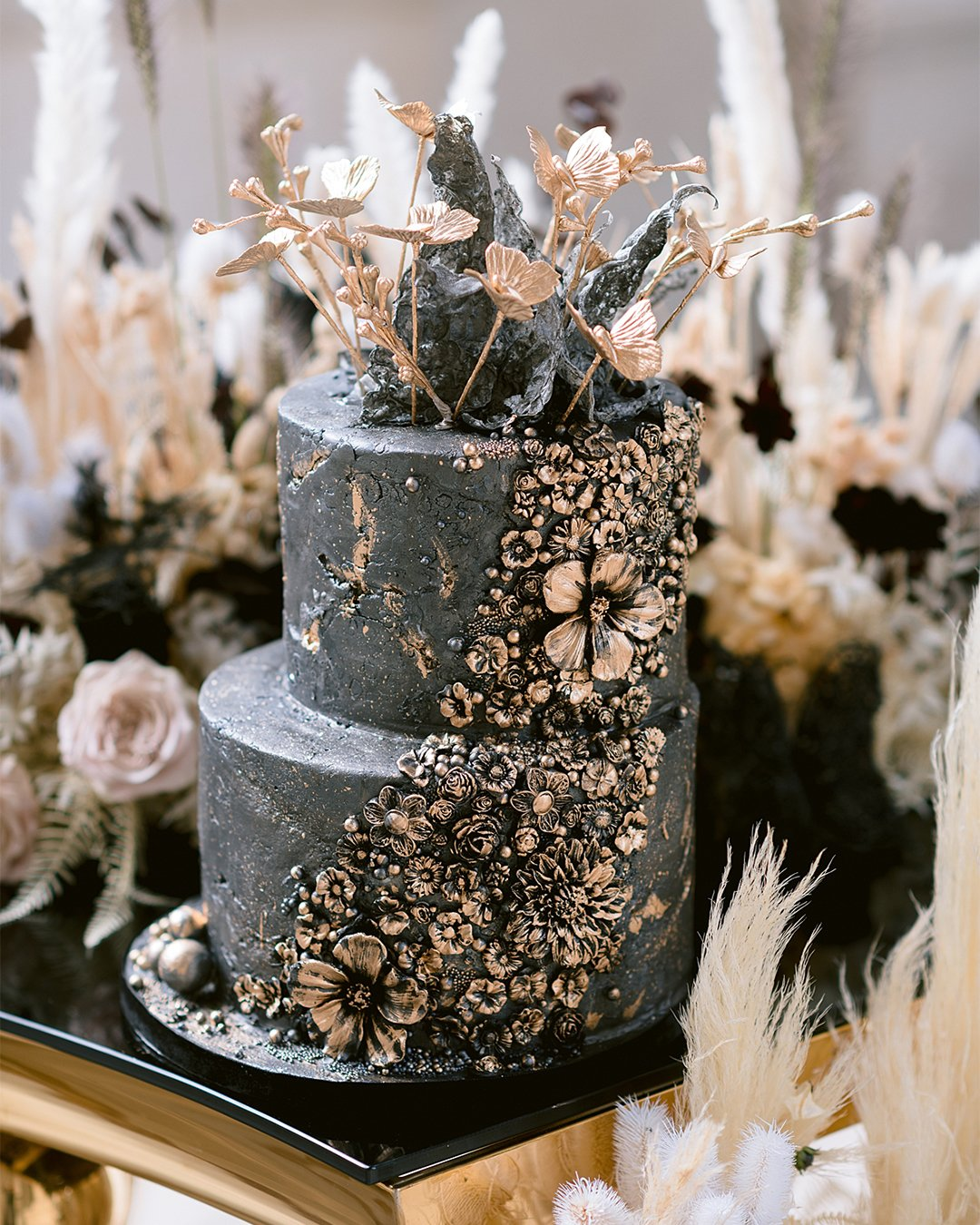 wedding cake trends Black wedding cake elizabethscakeemporium