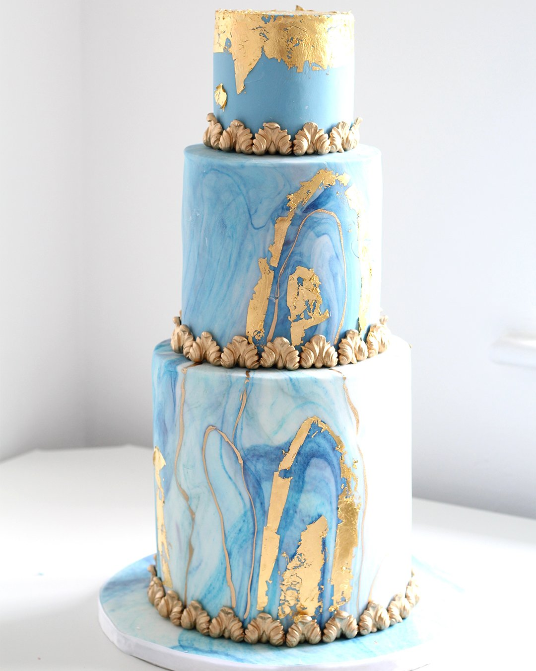 wedding cake trends Blue marble cake 3 tier elizabethscakeemporium